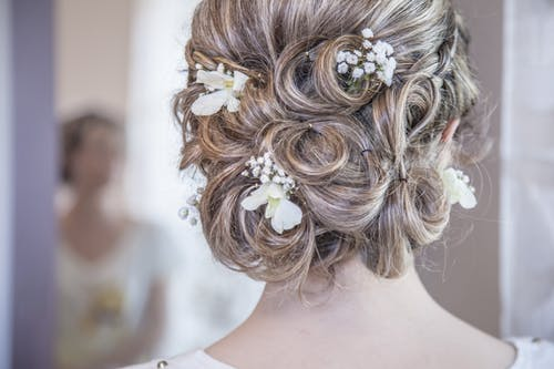 How to Choose the Right Hairstyle for Your Wedding Day